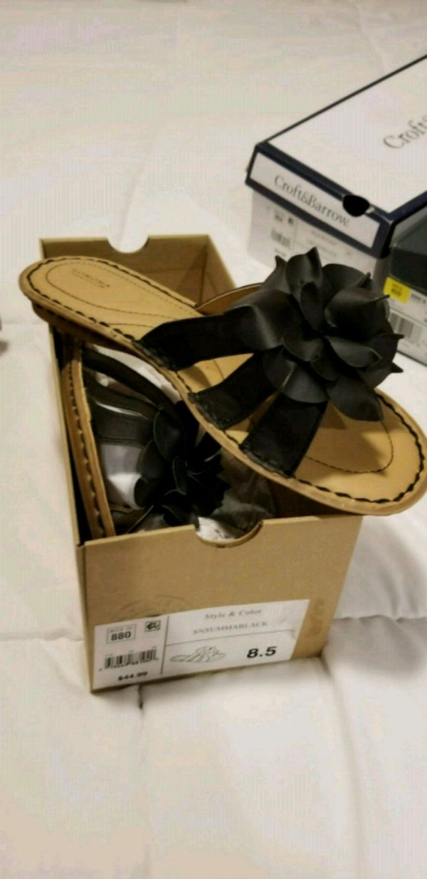 pair of black-and-brown leather sandals 0c9e3204-d0f4-42c5-a6f1-e836d0e79290