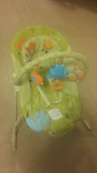 baby's green and white bouncer Fort Erie, L2A 2C6
