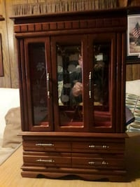 Small wooden framed glass jewerly display cabinet Gettysburg, 17325