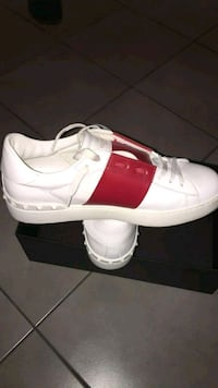 baskets basses Adidas blanches et rouges Saint-Denis, 93200