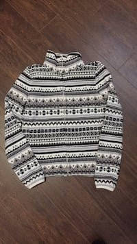 Sweater size Small excellent shape Morinville