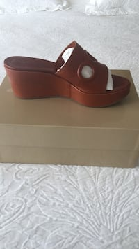 Unpaired brown leather open-toe wedge sandal Los Angeles, 90272