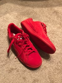 Red puma low top sneakers size 10 Irvine, 92602