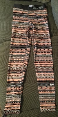 Women's Nike Pro Warm 8 Bit Tights Size M-brand new with tags  West Des Moines, 50266