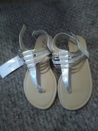 pair of white leather sandals Brooksville, 34602