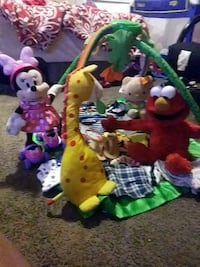 A bunch of baby plus toddler clothes a talking elm Columbus, 43215