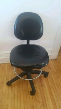 black leather padded rolling chair Montréal, H3H 2A1
