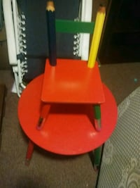 Kid chair and table set  Buckhannon, 26201