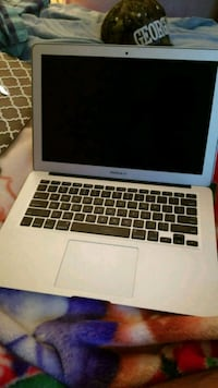 Macbook air Chantilly