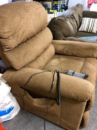 Brown lift recliner.  Works perfect.  New $1,000. Latham, 12110