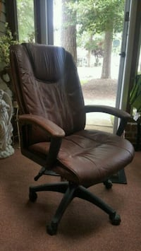 Brown leather office chair Newport News, 23602