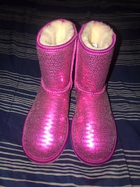 Little Girls Sequin Uggs  2243 mi