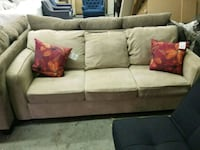 Excellent condition coach with accent pillows like Niagara Falls, L2G 5P4