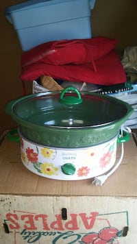 green and white Crock Pot slow cooker Newport, 19804