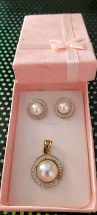 gold-colored diamond stud earrings Surrey, V3X 1P3