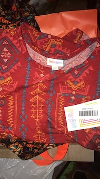 LulaRoe Carly high low dress fits size xxs-s $20 under retail. Negotiable