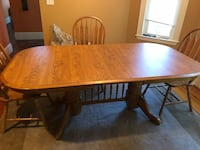 Brown wooden dining table Cambridge, 02140