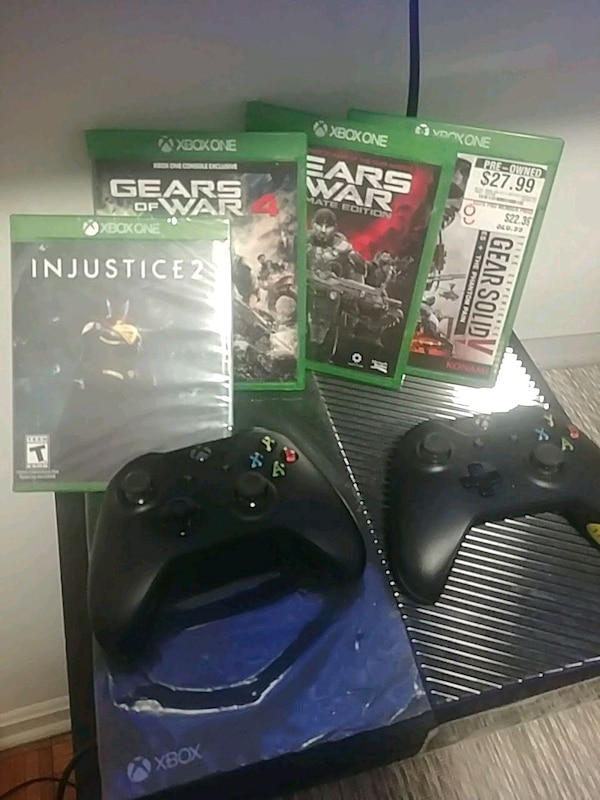 Like New XBOX One, 1TB + 2 controllers + 4 games