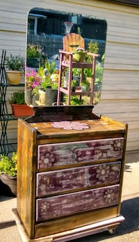 Shabby chic 3 drawer chest with vintage mirror  Oakridge, 97463