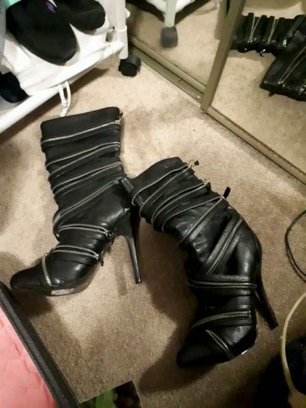 pair of black leather boots size 61/2