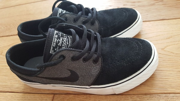 Nike Stefan Janoski Shoe for women(Nicely Use)