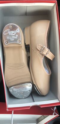 Capezio tap shoes girls size 1.. Roswell, 88201