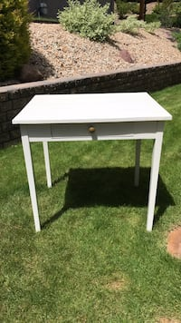 28 x 22 white wood desk with drawer Central Okanagan, V4T 2L9