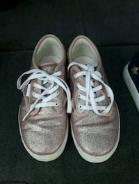 Girls VANS sneakers size 1.5 worn once in house. Oshawa, L1J 4C1