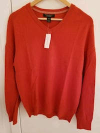 Banana Republic Men's v-neck sweater in Medium
