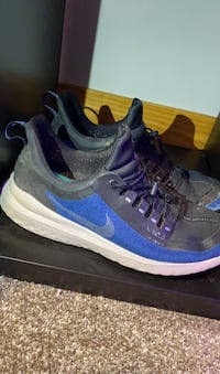 Mens nike running shoes. Size us mens 10
