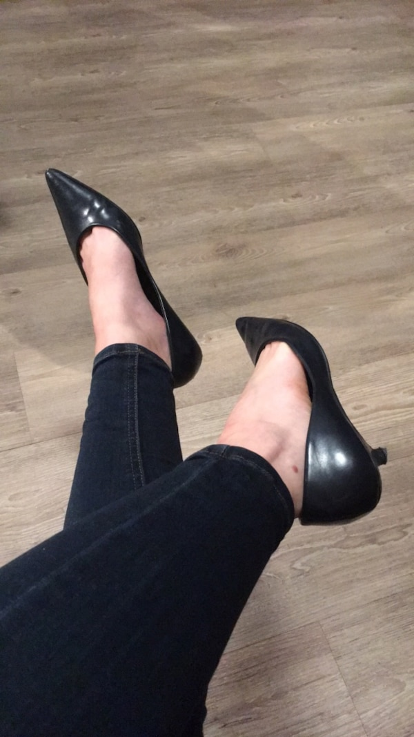 5b6334b954 Used WELL WORN women s navy pointy kitten heel shoes for sale in Vancouver  - letgo