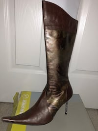 Pair of brown leather knee-high boots Alexandria, 22304
