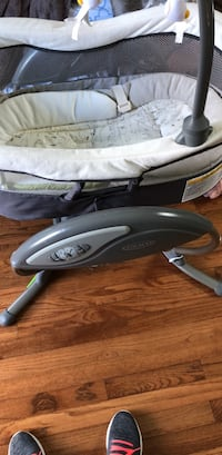 gray and white 4moms mamaroo Ashburn, 20147
