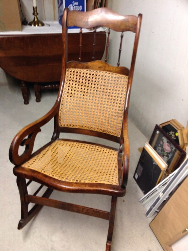 Rocking chair, excellent condition a68032df-555f-479b-82ea-ee626933720c