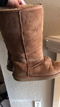 UGG boots  size 8 Puyallup, 98372