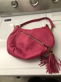 Michael kors purse Surrey, V3T 4Z4