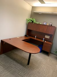 D Top Desk with Hutch Mississauga