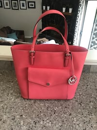 Michael Kors pink purse Central Okanagan, V1Z