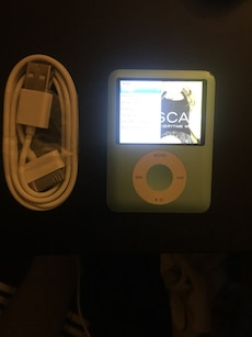 IPod nano 8gb w/music