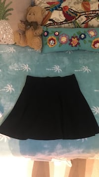 Women's black mini skirt medium 51 km