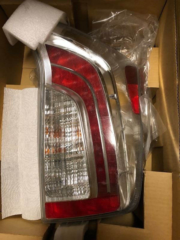 Toyota Prius RIGHT PASSENGER TAIL LIGHT LED with original bulbs de51980e-6cbc-4481-9f1c-8d0d0d7ed851
