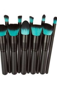 Women's black make up brushes