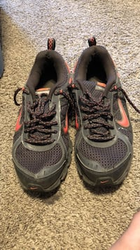 pair of gray-and-yellow running shoes Davenport, 52802