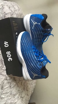 paire de chaussures de basket Air Jordan bleues Saint-Denis, 93210