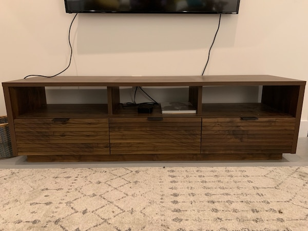 low priced 211fd 35b0d TV stand like new from Wayfair