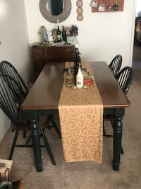Dining table w/4 chairs & hutch