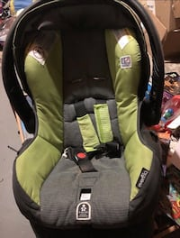 Infant bucket seat London, N5Y 2H2