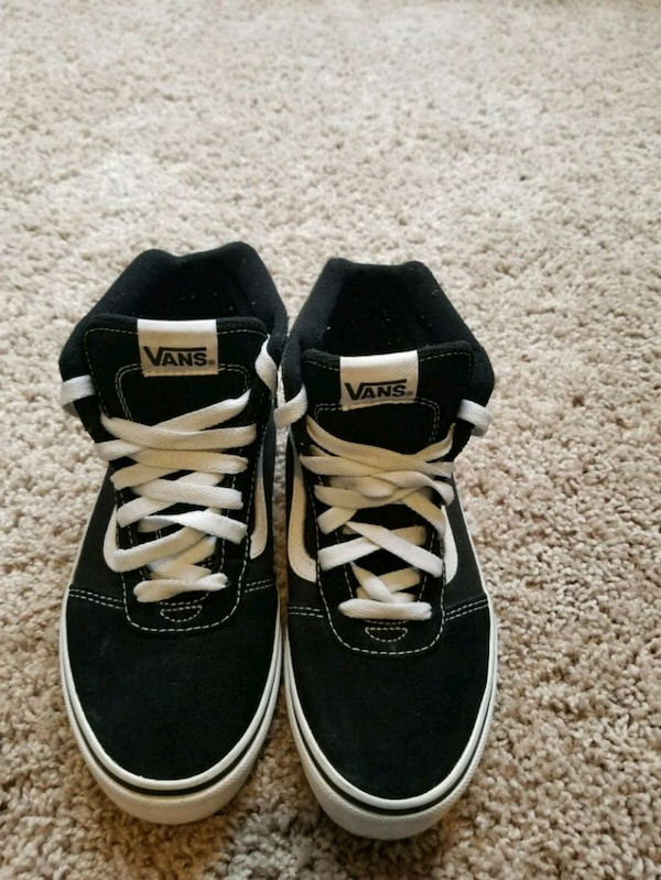 0450d43dba Used Size 4 High Suede Canvas Top Trainers Nero for sale in Decatur - letgo