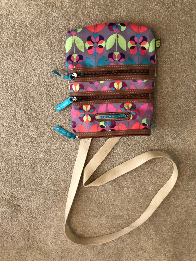 Photo Lily Bloom sling purse