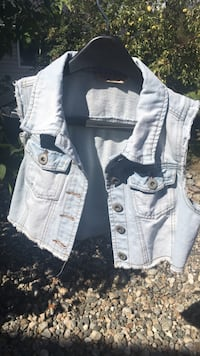 women's white and blue denim jacket Kelowna, V1W 4N8